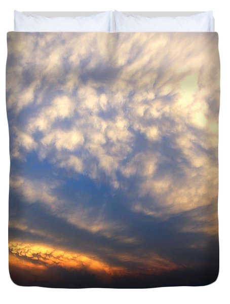 Nebraska Mammatus Sunset Duvet Cover