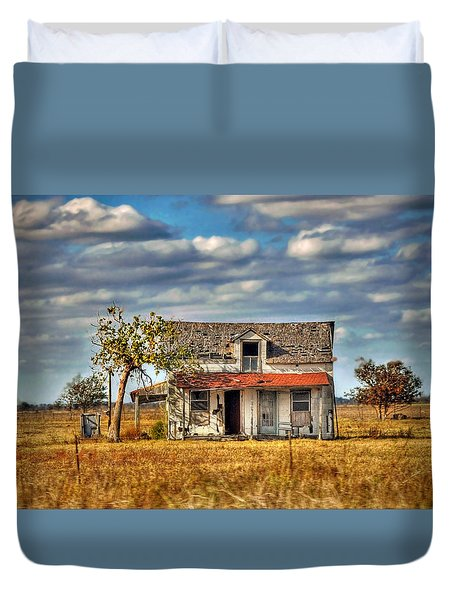 Duvet Cover featuring the photograph Old Home by Savannah Gibbs