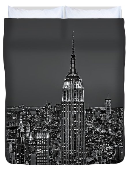 Top Of The Rock Bw Duvet Cover by Susan Candelario