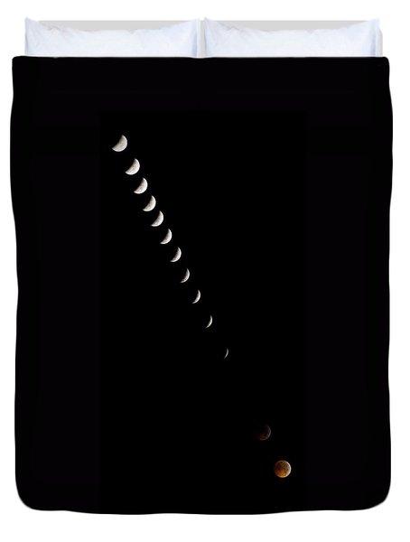 2010 Lunar Eclipse Duvet Cover by Benjamin Reed