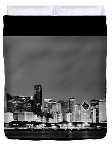 Chicago Skyline At Night In Black And White Duvet Cover by Sebastian Musial