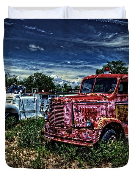 Duvet Cover featuring the photograph 3 In A Row by Ken Smith