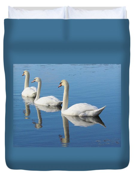 3 Swans A-swimming Duvet Cover