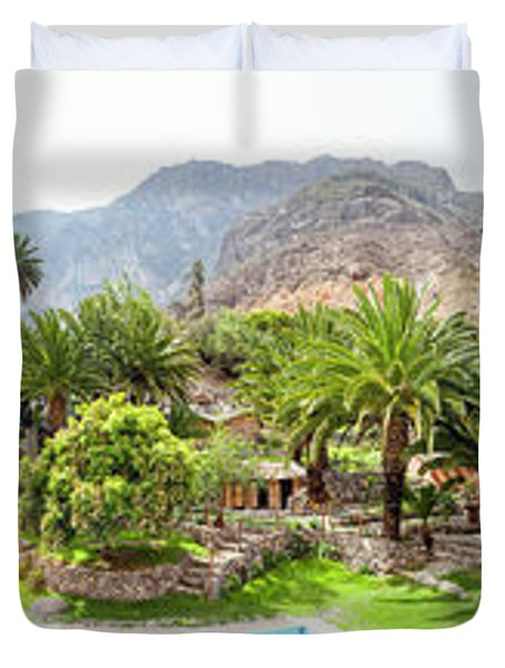 360 Degree View Of The Oasis Duvet Cover