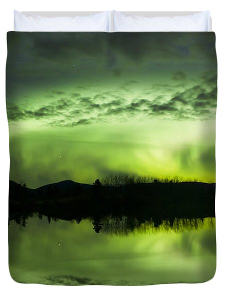Aurora Borealis Over Fish Lake Duvet Cover by Joseph Bradley