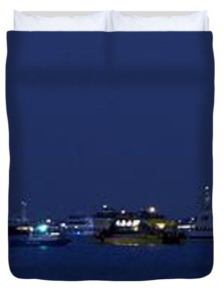 4th Of July Flotilla On The Hudson Duvet Cover by Lilliana Mendez
