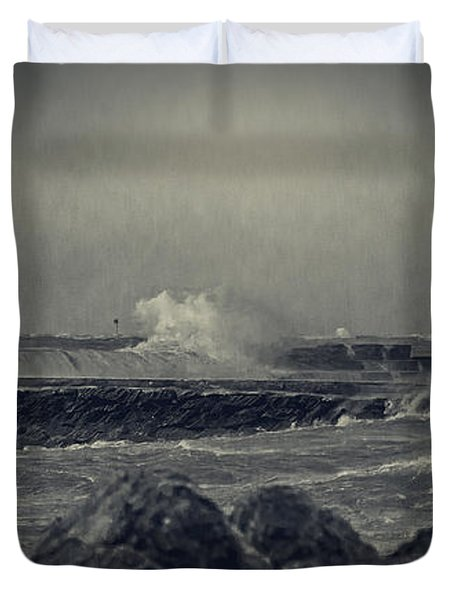 A Mighty Wind Duvet Cover by Everet Regal