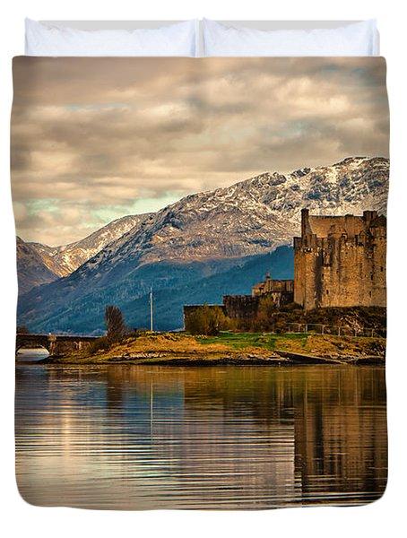 A Reflection At Eilean Donan Castle Duvet Cover