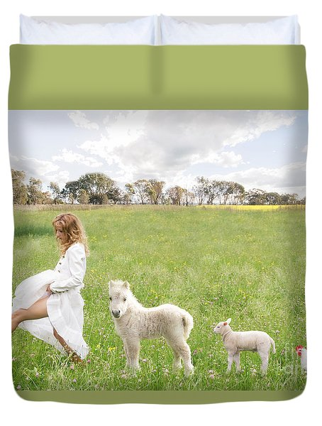 A Walk In The Country Duvet Cover by Linda Lees