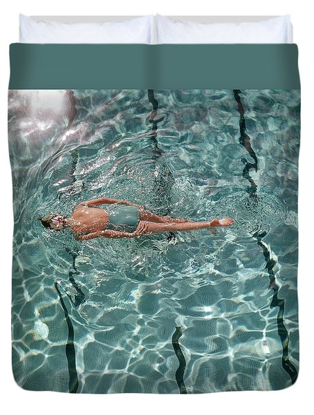 A Woman Swimming In A Pool Duvet Cover by Fred Lyon