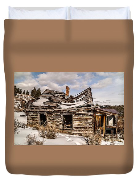 Abandoned Home Or Business Duvet Cover by Sue Smith