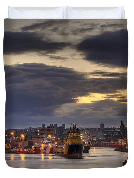 Aberdeen Harbour At Dusk Duvet Cover