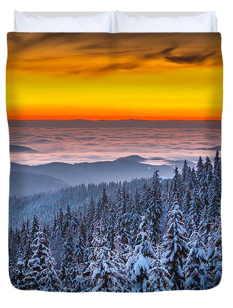 Above Ocean Of Clouds Duvet Cover by Evgeni Dinev