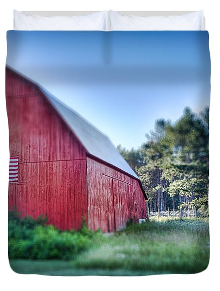 Duvet Cover featuring the photograph American Barn by Sebastian Musial