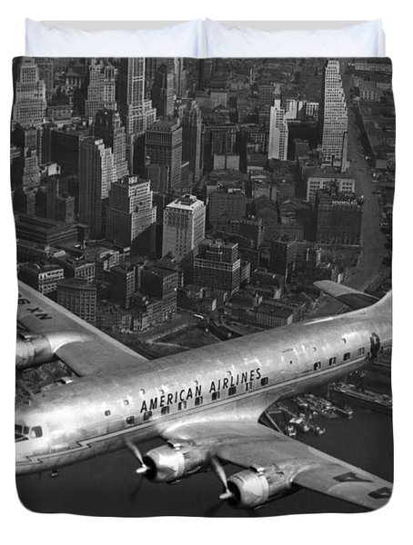 American Dc-6 Flying Over Nyc Duvet Cover