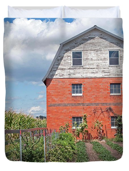 Amish Barn And Garden Duvet Cover by David Arment