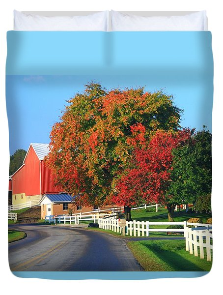 Amish Barn In Autumn Duvet Cover