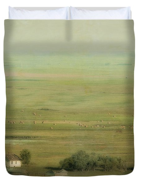 An Abandoned Farmhouse Duvet Cover by Roberta Murray
