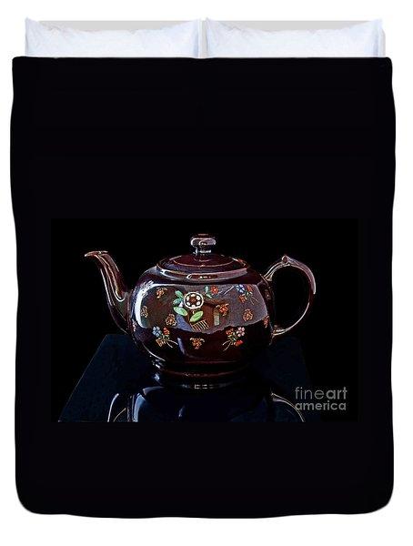Antique Native American Teapot On Black Art Prints Duvet Cover