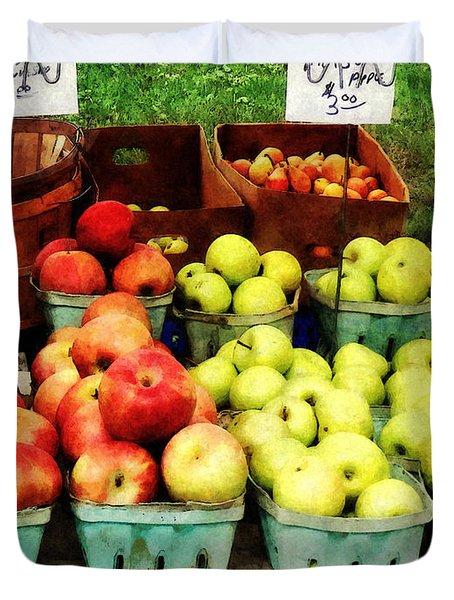 Apples At Farmer's Market Duvet Cover by Susan Savad