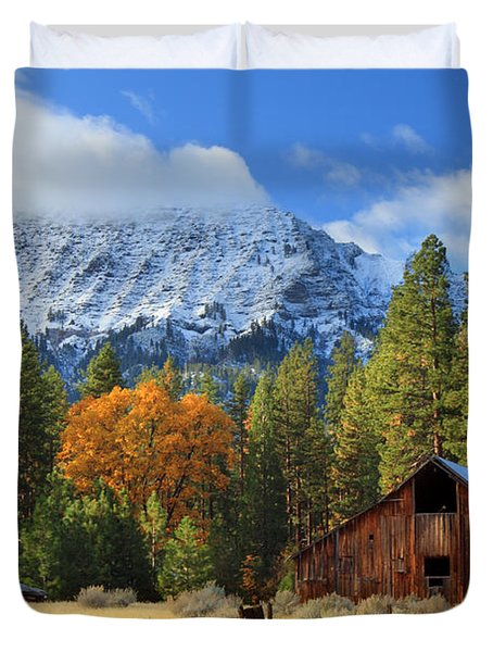 Autumn Barn At Thompson Peak Duvet Cover