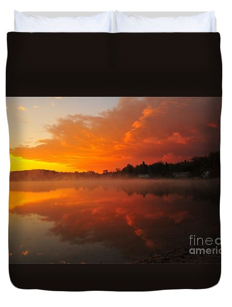 Autumn Sunrise At Stoneledge Lake Duvet Cover by Terri Gostola