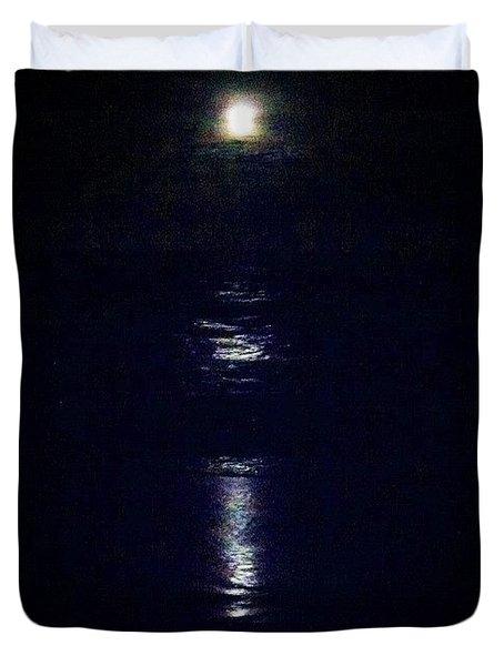 Moon Rise Over Ocean Duvet Cover