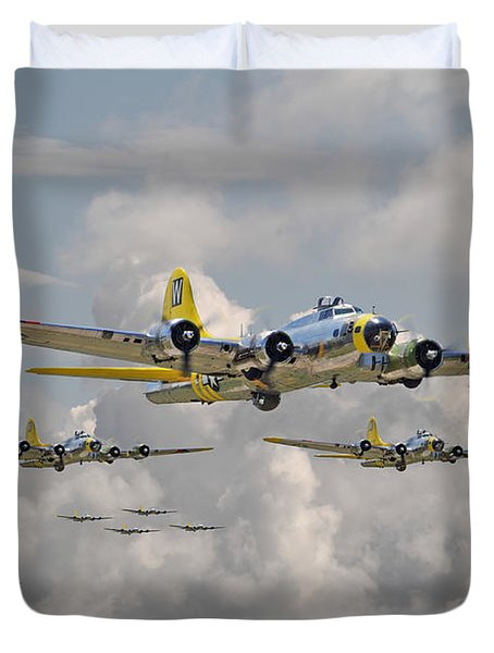 B17 486th Bomb Group Duvet Cover by Pat Speirs