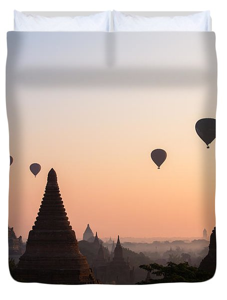 Ballons Over The Temples Of Bagan At Sunrise - Myanmar Duvet Cover