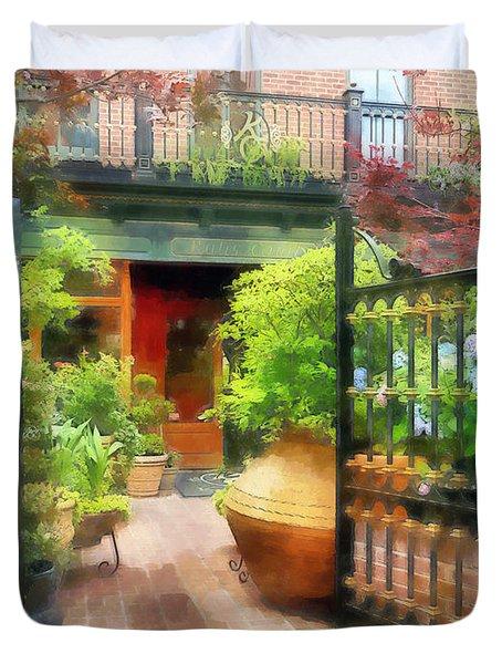 Baltimore - Restaurant Courtyard Fells Point Duvet Cover