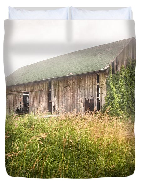 Duvet Cover featuring the photograph Barn In A Misty Field by Gary Heller