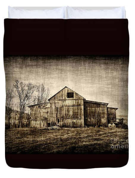 Barn On Farm Duvet Cover by Dan Friend