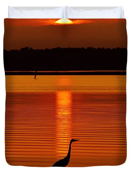 Bayside Ripples - A Heron Takes An Evening Stroll As The Sun Sets Behind The Clouds On The Bay Duvet Cover