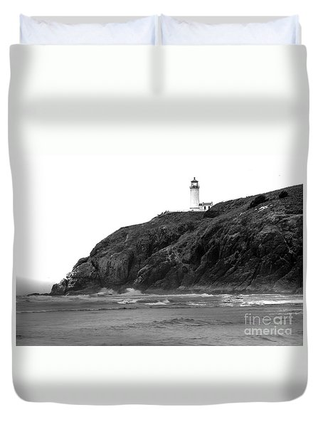 Beach View Of North Head Lighthouse Duvet Cover by Robert Bales