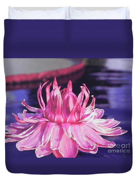 Duvet Cover featuring the photograph Beauty Of Pink At The Ny Botanical Gardens by Chrisann Ellis