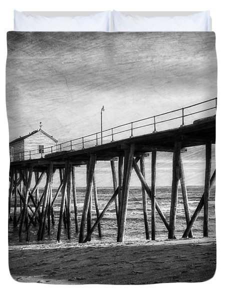 Duvet Cover featuring the photograph Belmar Fishing Pier In Black And White by Debra Fedchin