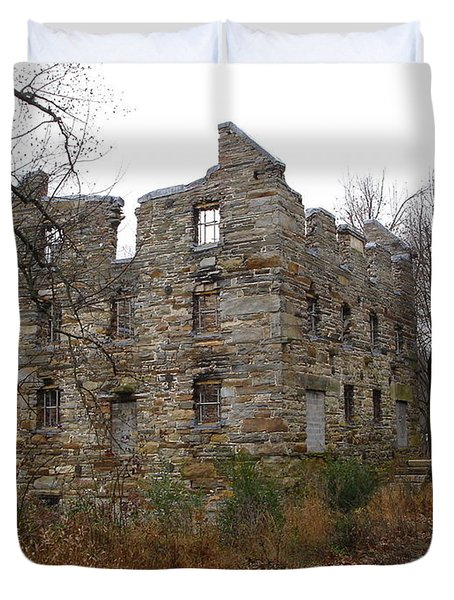 Duvet Cover featuring the photograph Beverly Chapman's Mill by Jane Ford