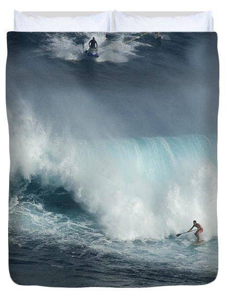 Big Wave Surfers Maui Duvet Cover by Bob Christopher