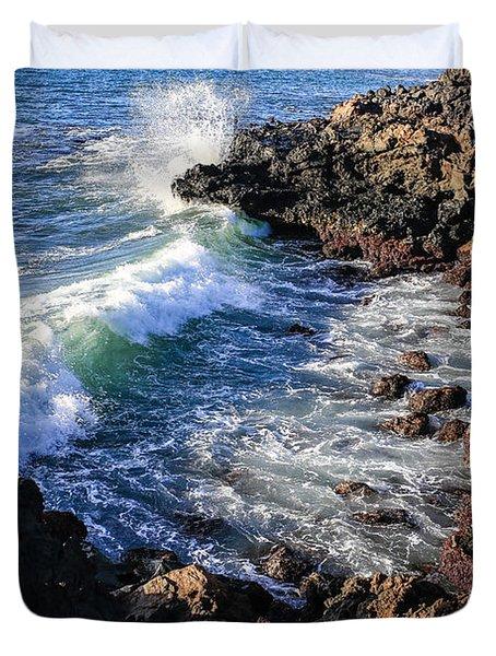 Big Waves Crashing On Lava Cliffs On Maui Hawaii Coastline Duvet Cover