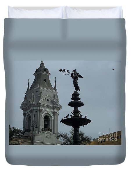 Duvet Cover featuring the photograph Birds On Fountain by Marilyn Zalatan