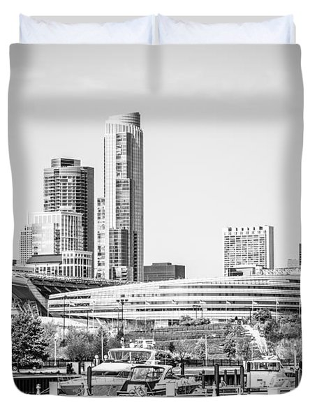 Black And White Picture Of Chicago Skyline Duvet Cover by Paul Velgos