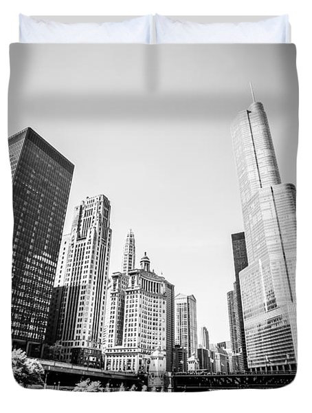 Black And White Picture Of Downtown Chicago Duvet Cover by Paul Velgos