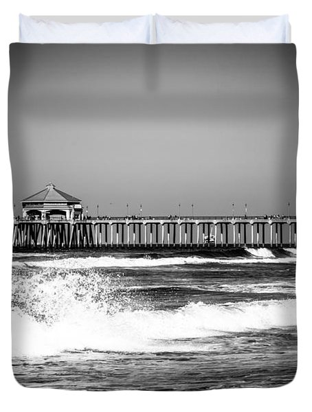 Black And White Picture Of Huntington Beach Pier Duvet Cover by Paul Velgos