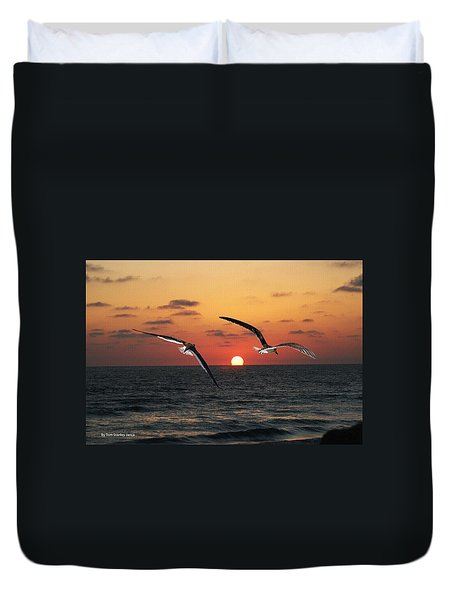 Duvet Cover featuring the photograph Black Skimmers At Sunset by Tom Janca