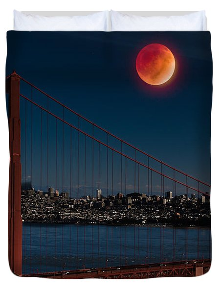 Blood Moon Over Golden Gate Bridge Duvet Cover by Dan Hartford