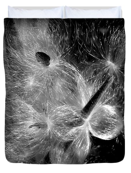 Duvet Cover featuring the photograph Blowing In The Wind by Lucinda Walter