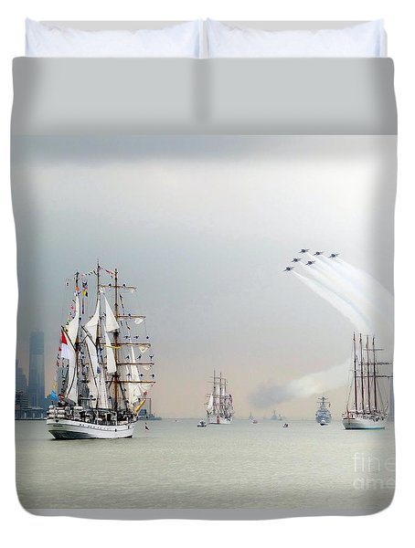 Blue Angels Over Ships N.y.c. Duvet Cover by Ed Weidman