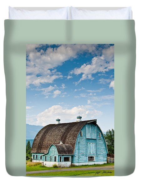 Blue Barn In The Stillaguamish Valley Duvet Cover
