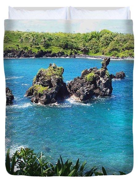 Blue Hawaiian Lagoon Near Blacksand Beach On Maui Duvet Cover by Amy McDaniel