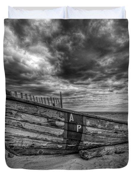 Boat Wreckage Bw Duvet Cover